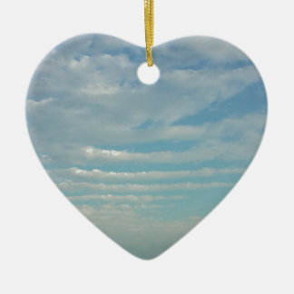 Ornement Cœur En Céramique nuages d'ondulation de ciel bleu