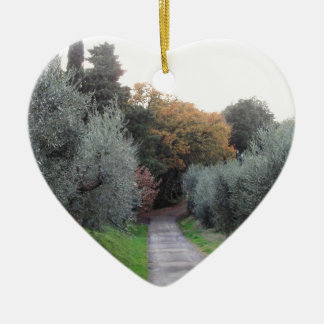 Ornement Cœur En Céramique Paysage rural pendant l'automne. La Toscane,