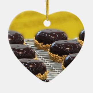 Ornement Cœur En Céramique Petits gâteaux de chocolat vitrés avec des grains
