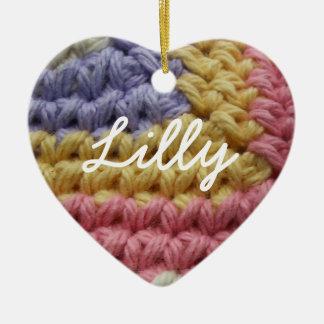 Ornement Cœur En Céramique Points roses, jaunes, et de lavande de crochet