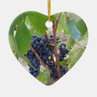 Ornement Cœur En Céramique Raisins rouges sur la vigne avec le feuille vert