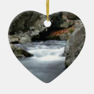 Ornement Cœur En Céramique roches dans The Creek