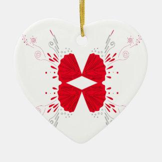 Ornement Cœur En Céramique Tatouage d'ailes de conception sur le blanc