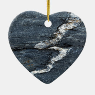 Ornement Cœur En Céramique Veines de calcite en schistes noirs tectonized