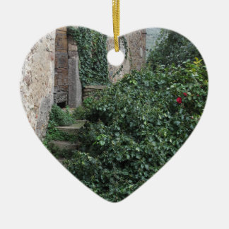 Ornement Cœur En Céramique Vieille ferme abandonnée de pays dans les bois