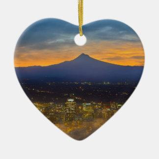 Ornement Cœur En Céramique Ville brumeuse de Portland du centre à l'aube