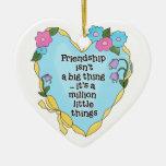 Ornement de souvenir du coeur deux d'amitié