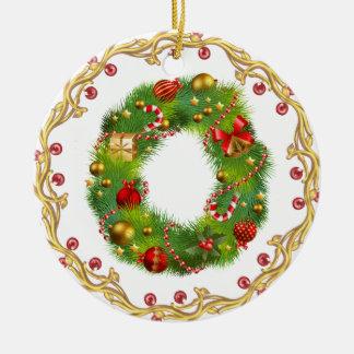 ornement décoré d'un monogramme initial de Noël