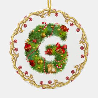 ornement décoré d'un monogramme initial de Noël de