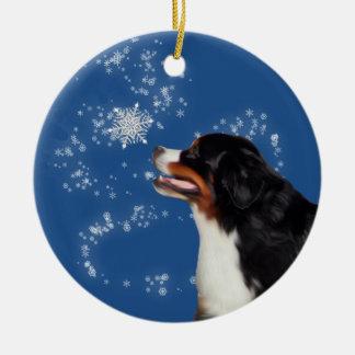Ornement d'hiver de chien de montagne de Bernese
