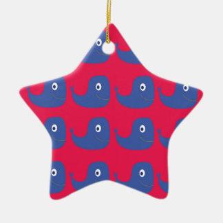 Ornement Étoile En Céramique Baleines de conception bleues sur le rouge