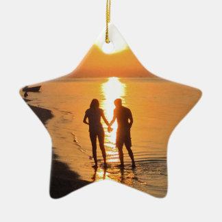 Ornement Étoile En Céramique Deux amants au lever de soleil
