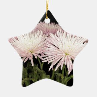 Ornement Étoile En Céramique Fleurs blanches violettes de chrysanthème sur le