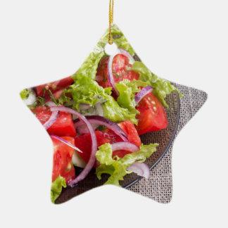 Ornement Étoile En Céramique Fragment d'un plat transparent avec de la salade