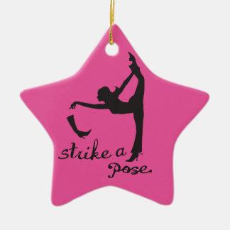 Ornement Étoile En Céramique Frappez un danseur de ~ de pose et un créatif