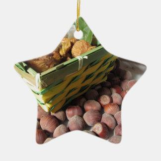 Ornement Étoile En Céramique Fruits d'automne avec des noisettes et des figues