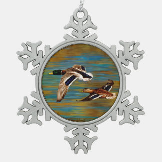 Ornement Flocon De Neige Canards de Mallard volant au-dessus de l'étang