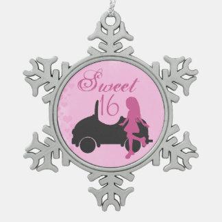 Ornement Flocon De Neige Fille et voiture de silhouette du bonbon 16 à rose