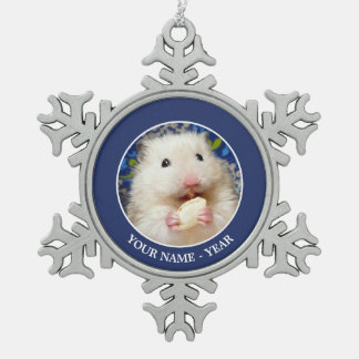 Ornement Flocon De Neige Hamster syrien pelucheux Kokolinka mangeant une