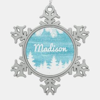 Ornement Flocon De Neige Pins d'aquarelle dans la neige