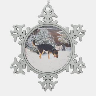 Ornement Flocon De Neige Scène de neige d'hiver avec le chien noir et
