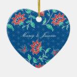 Ornement floral de coeur de mariage de batik
