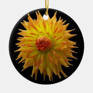Ornement jaune de fleur