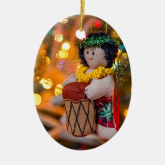 Ornement ovale de Noël de petit garçon de batteur