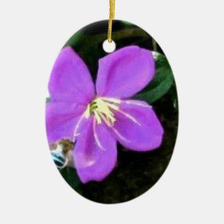 Ornement Ovale En Céramique Abeille et fleur bleues