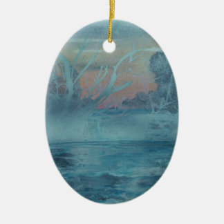 Ornement Ovale En Céramique Arbres congelés dans le lac brumeux