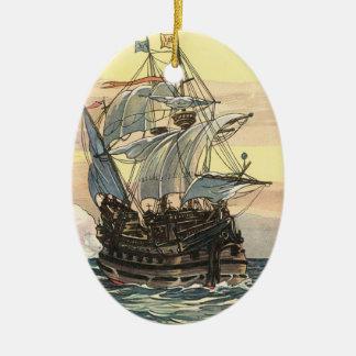 Ornement Ovale En Céramique Bateau de pirate vintage, navigation de galion sur