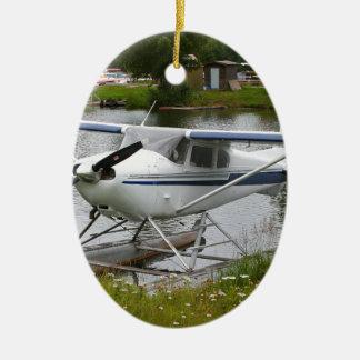 Ornement Ovale En Céramique Blanc, marine et avion gris de flotteur, Alaska