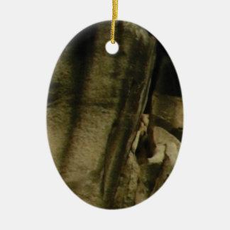 Ornement Ovale En Céramique bord gris de visage de roche