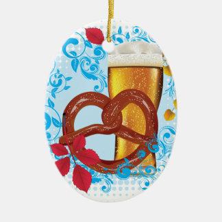 Ornement Ovale En Céramique Bretzel de bande dessinée avec de la bière 3