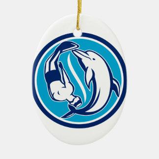 Ornement Ovale En Céramique Cercle libre de Yin Yang de plongeur et de dauphin