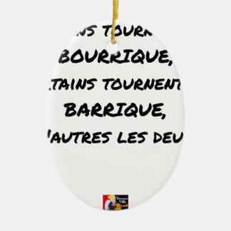 ORNEMENT OVALE EN CÉRAMIQUE CERTAINS TOURNENT EN BOURRIQUE, CERTAINS TOURNENT