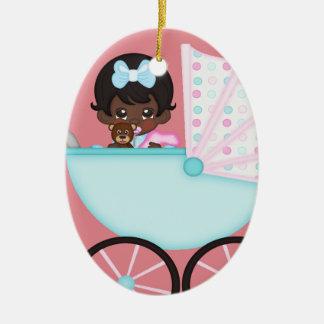 Ornement Ovale En Céramique Chariot de rose de bébé d'Afro-américain