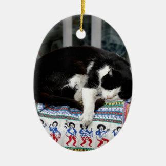 Ornement Ovale En Céramique Chat faisant une sieste au Portugal