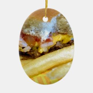 Ornement Ovale En Céramique Cheeseburger et fritures