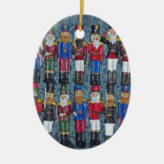 Ornement Ovale En Céramique Chiffres vintages de Noël, vieux soldats