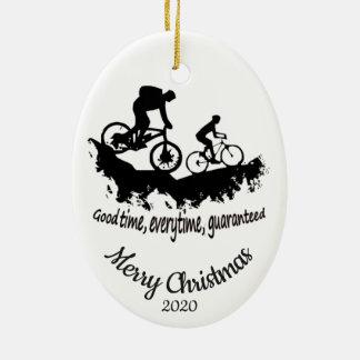 Ornement Ovale En Céramique Citation faisante du vélo de montagne de Noël