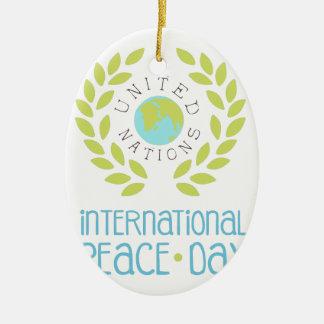 Ornement Ovale En Céramique Conceptions internationales d'étiquette de jour de
