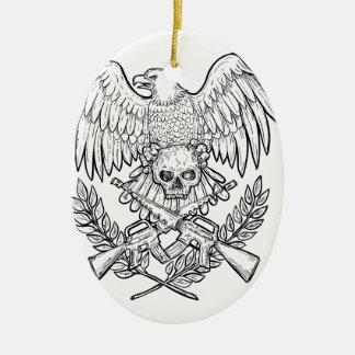 Ornement Ovale En Céramique Dessin de fusil d'assaut de crâne d'Eagle
