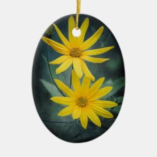 Ornement Ovale En Céramique Deux fleurs jaunes de topinambour
