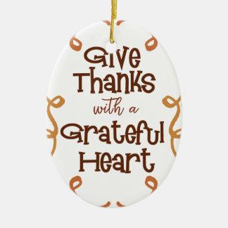 Ornement Ovale En Céramique Donnez les mercis avec un coeur reconnaissant