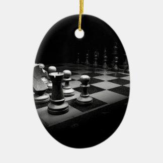 Ornement Ovale En Céramique Échiquier blanc noir du Roi de pièces d'échecs