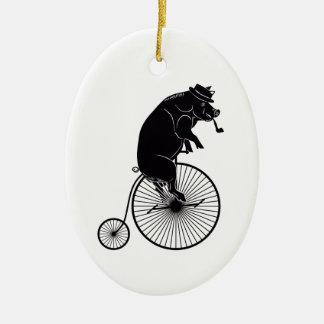 Ornement Ovale En Céramique Équitation de porc sur une bicyclette vintage