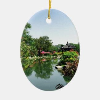 Ornement Ovale En Céramique Étang asiatique