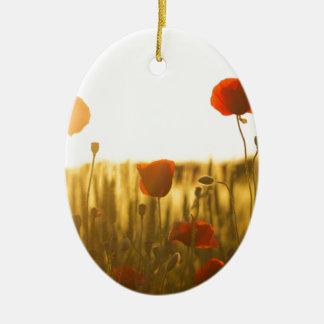 Ornement Ovale En Céramique Fleur rouge près de la fleur blanche pendant la