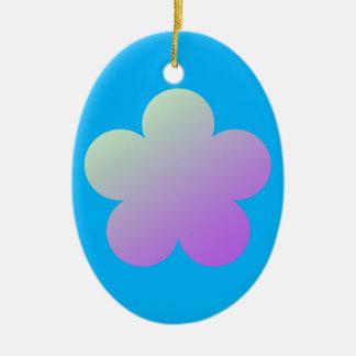 Ornement Ovale En Céramique Fleur sur un fond bleu